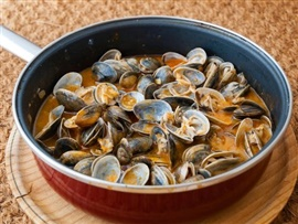 Picture of Clams on a Pan Mexican Recipe - Item No. 602-clams-on-a-pan